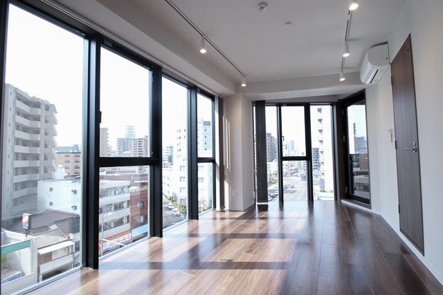 大きな窓の開放的なプライベートルーム 広島中区のデザイナーズDOLCE竹屋町