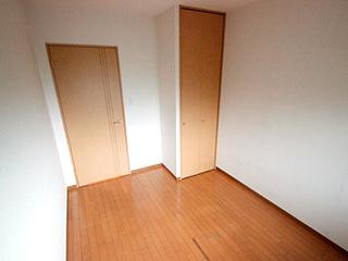 玄関側側の洋室