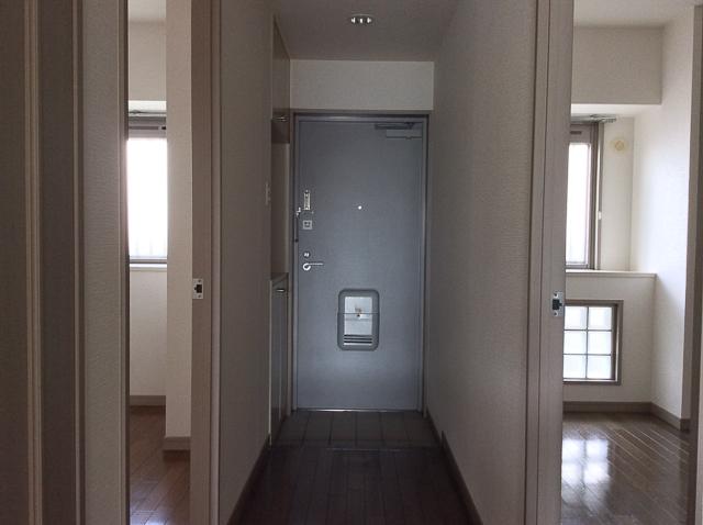 玄関と洋室2部屋