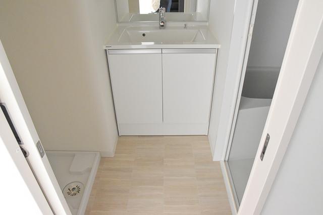 ホワイトで清潔感のある洗面所